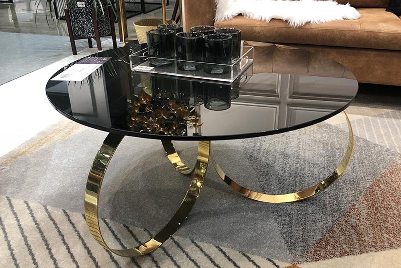 Sử dụng inox mạ vàng trong việc trang trí nhà hàng tạo nên vẻ đẹp sang trọng!